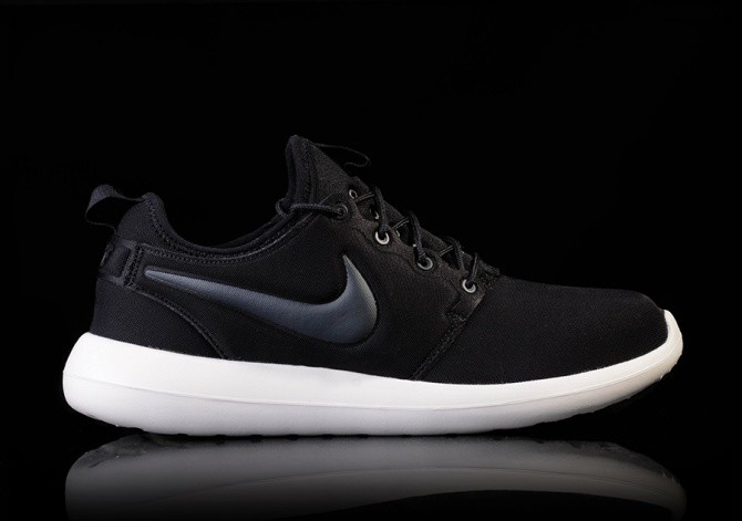 NIKE ROSHE TWO BLACKOUT