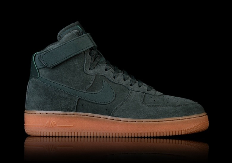 NIKE AIR FORCE 1 HIGH '07 LV8 SUEDE GREEN pour €92,50