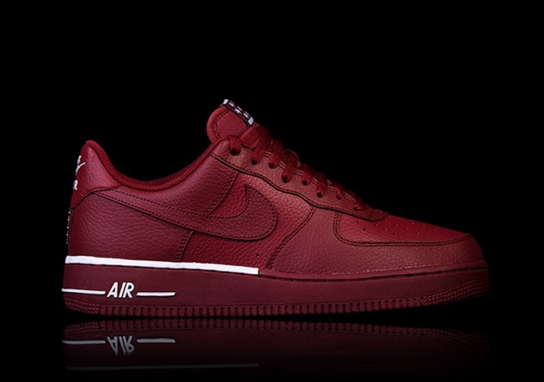 NIKE AIR FORCE 1  07 TEAM RED por €87 d0ba33a4d7672