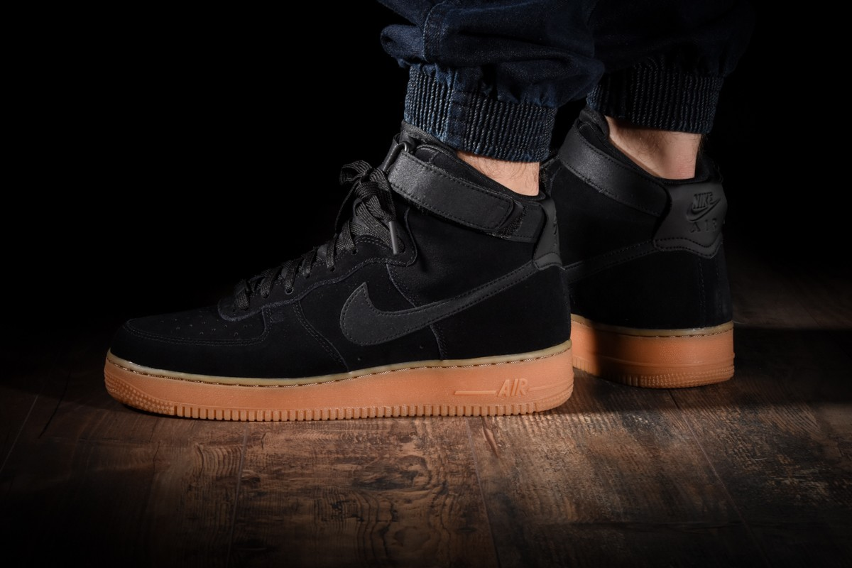 NIKE AIR FORCE 1 HIGH '07 LV8 SUEDE für €110,00