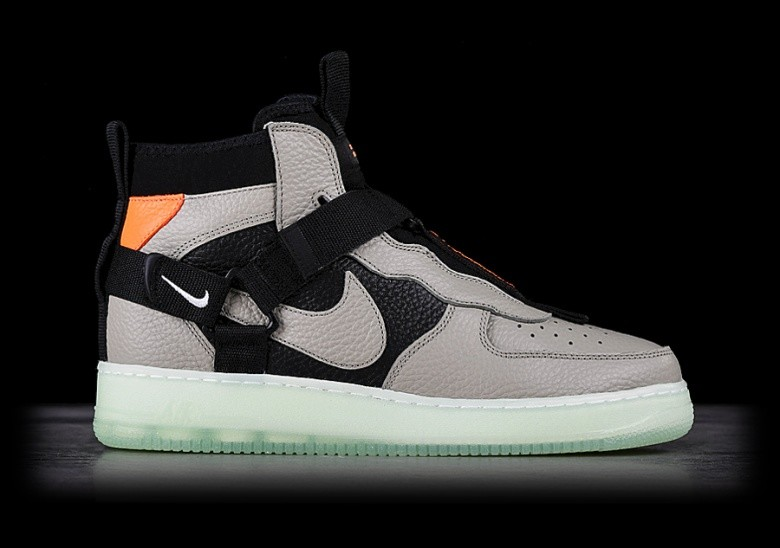 NIKE AIR FORCE 1 UTILITY MID SPRUCE FOG price ?137.50