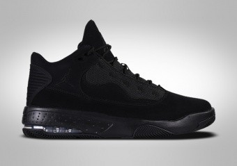 NIKE AIR JORDAN MAX AURA 2 TRIPLE BLACK