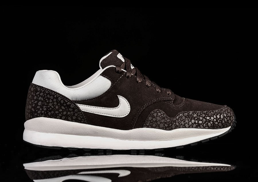 NIKE AIR SAFARI LTR MONOTONE